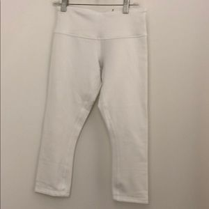 Lululemon sz 4 white cropped leggings